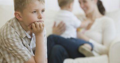 Детская ревность: что делать? Советы специалиста
