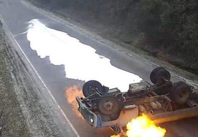 Как это бывает: на Украине перевернулся и загорелся молоковоз (видео)