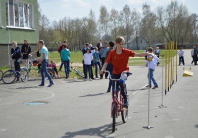 В Малорите лучшими юными инспекторами дорожного движения стали гимназисты (фоторепортаж)