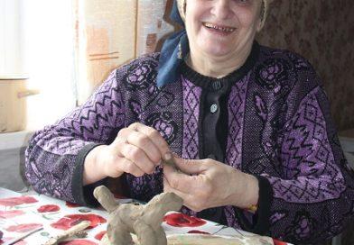 Майстрыха-самавучка Тамара Бойка з вёскі Ланская (Маларыцкі раён)