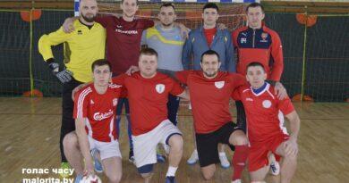 У раённым першынстве па міні-футболе лідзіруе каманда «Дарапеевічы» (Маларыцкі раён)