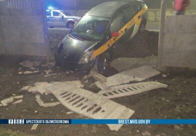 «Курьезное» ДТП с участием автомобиля-такси в Бресте